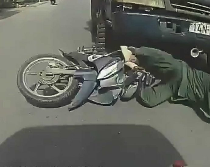 Truck crushed the head of a motorcyclist