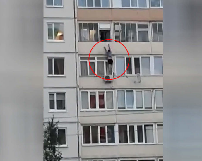 The man was thrown out of the window. Video