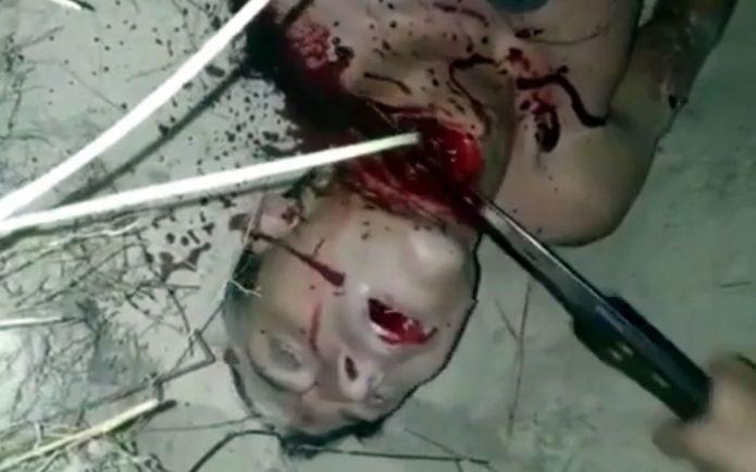 Наркоторговцы отрезают голову трупу тупым ножом