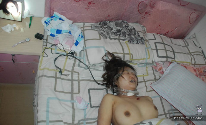 The corpse of a girl with traces of strangulation