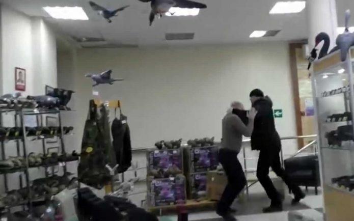Драка в оружейном магазине