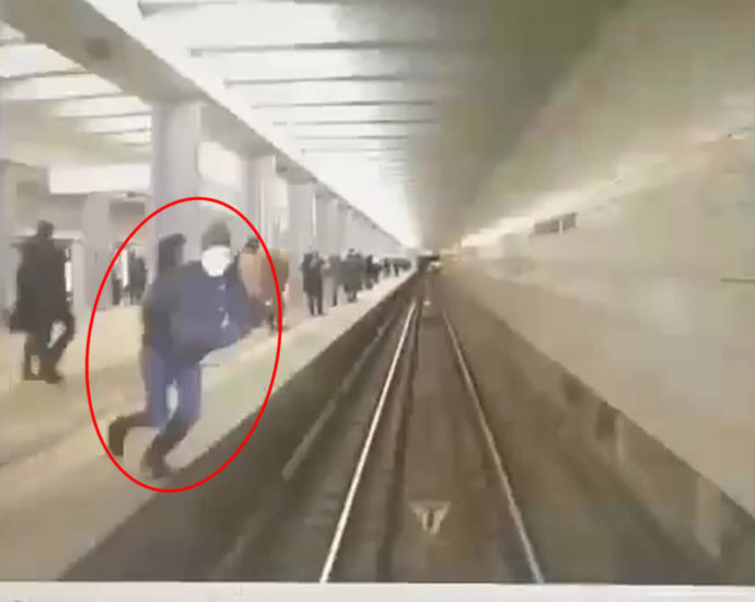 Suicide on the subway. Video