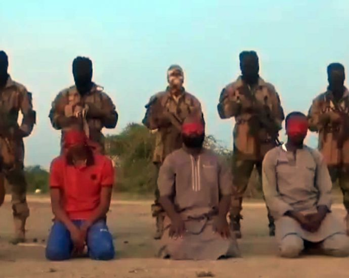 Terrorists execute prisoners