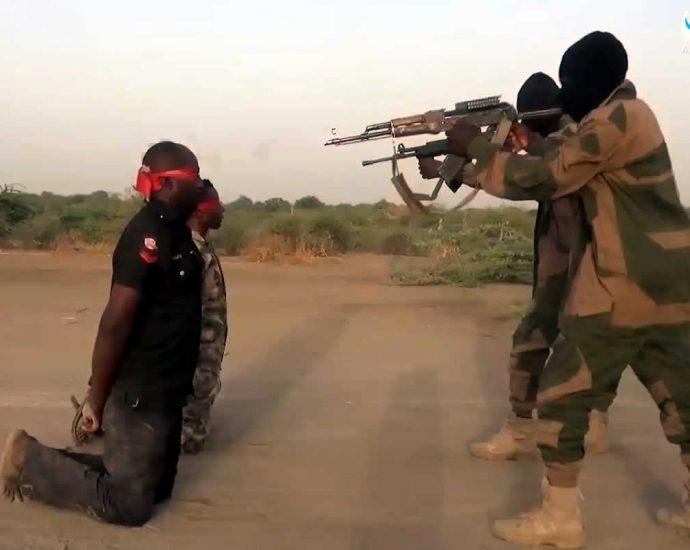 Террористы ИГИЛ казнят пленных