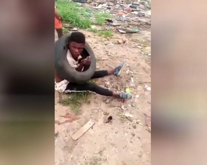 Lynching a thief. Angola